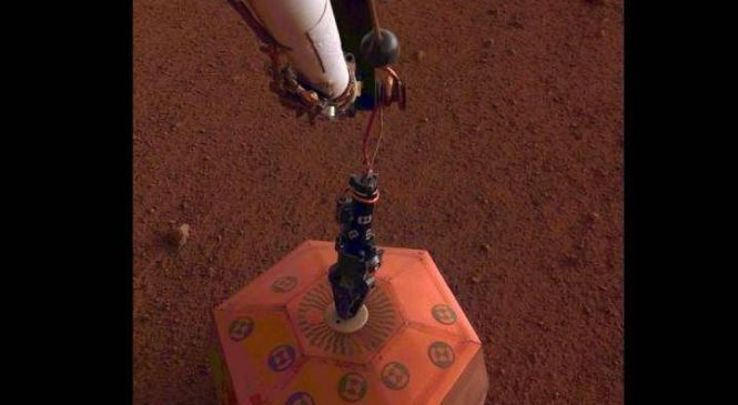 InSight lander places seismometer on the surface of Mars