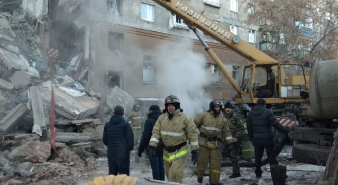 Putin at blast site amid race to find survivors