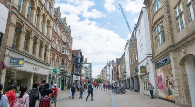 Shoppers shun high street on peak Xmas weekend