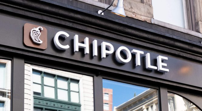 Chipotle's New Keto, Whole30, and Paleo Meals Are The Best Thing About 2019 So Far