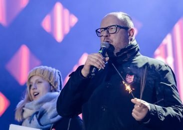 Pawel Adamowicz: Poland mourns death of stabbed Gdansk mayor