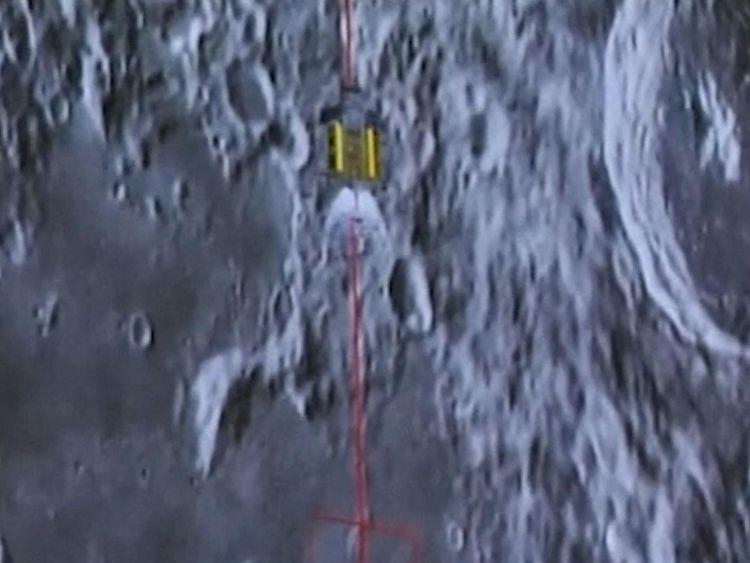 The lunar explorer landing on te moon filmed from the mother spacecraft