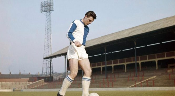 Fred Pickering: Former Everton and England forward dies, aged 78