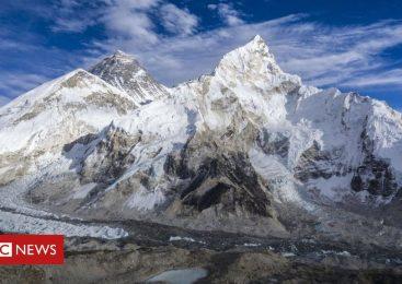 Mount Everest: Melting glaciers expose dead bodies