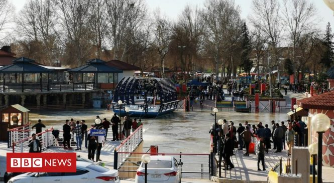 Iraq ferry sinking: 'Nearly 100 dead' in Tigris river