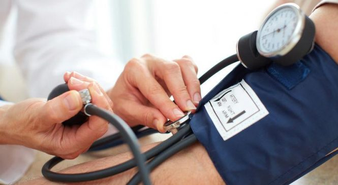 Lower blood pressure boosts brain function in elderly, study says