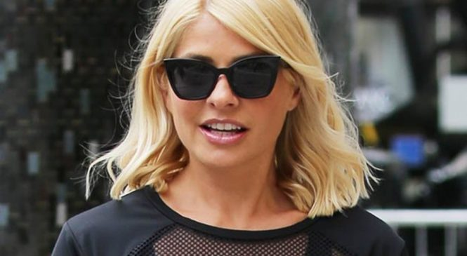 Holly Willoughby flaunts sensational figure in skintight sportswear