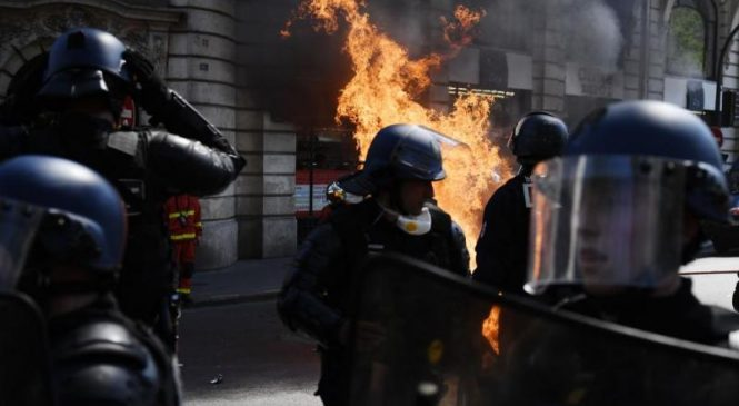 Fires, tear gas highlight another round of Yellow Vests protests in Paris