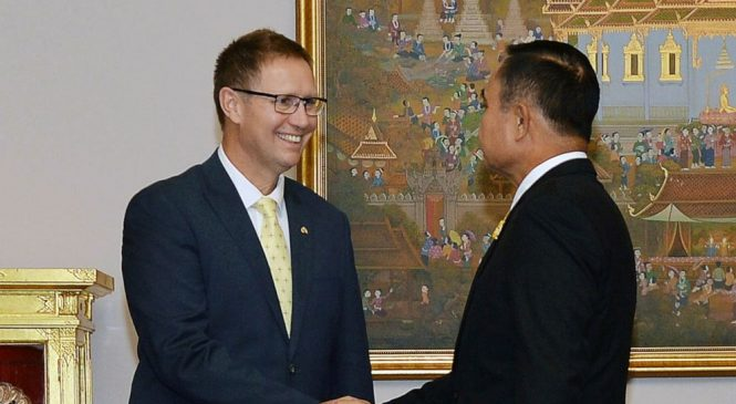 Aussie doctors bestowed Thai royal honors for cave rescue