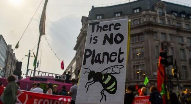 Extinction Rebellion: Climate protests 'diverting' London police