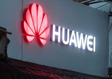 Huawei gets role in UK 5G network despite security warnings