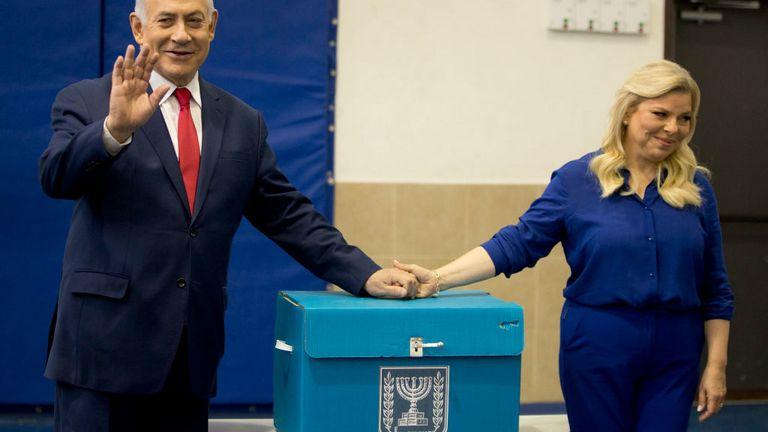 Israeli Prime Minister Benjamin Netanyahu (L) and wife Sara cast their ballot
