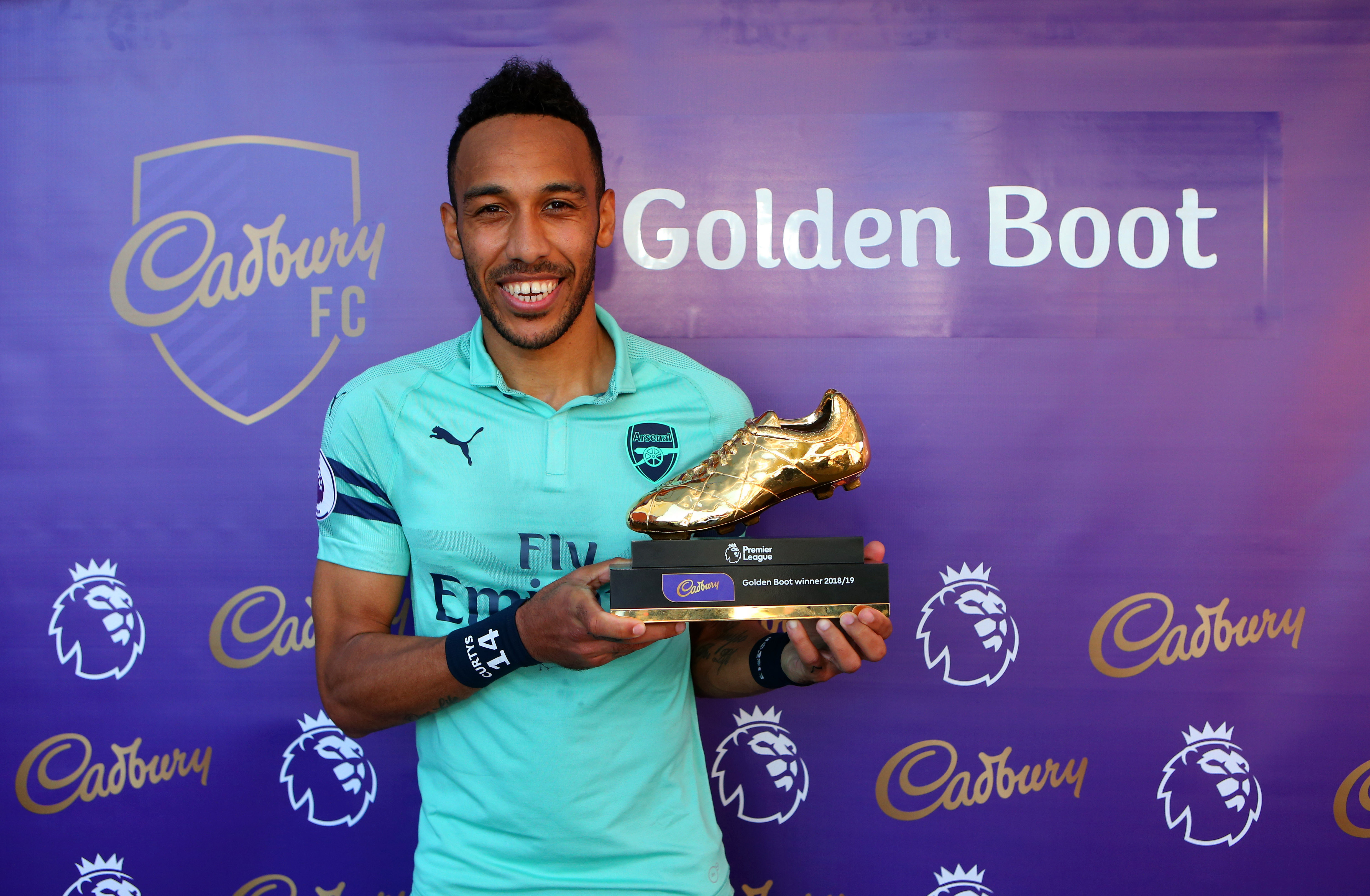 Pierre-Emerick Aubameyang with the Golden Boot