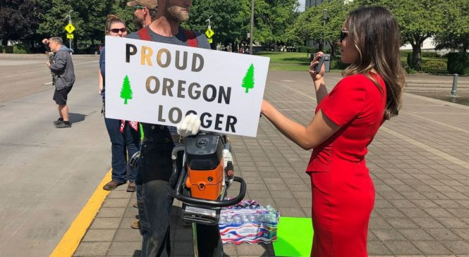 Militia threat shuts down Oregon Statehouse amid walkout
