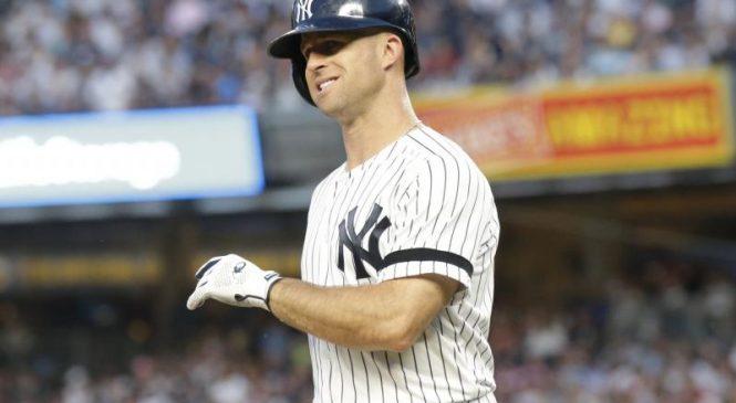Watch: Yankees' Gardner hit in face after throwing helmet