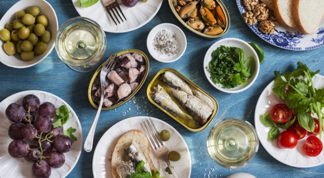 8 Mediterranean Diet Snacks to Keep You Satisfied All Day
