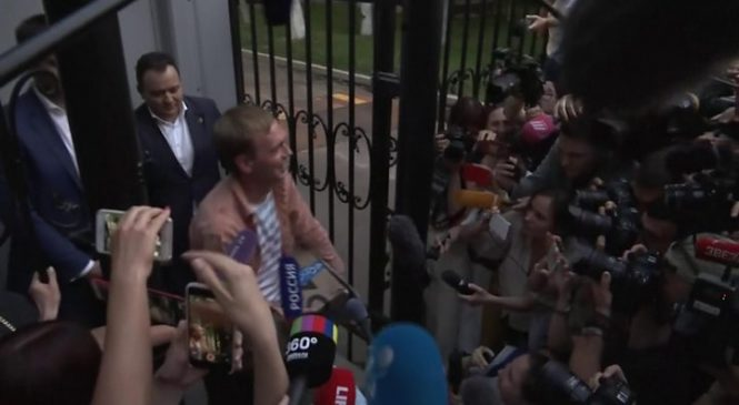 Ivan Golunov arrest: Russian reporter is freed after public outcry