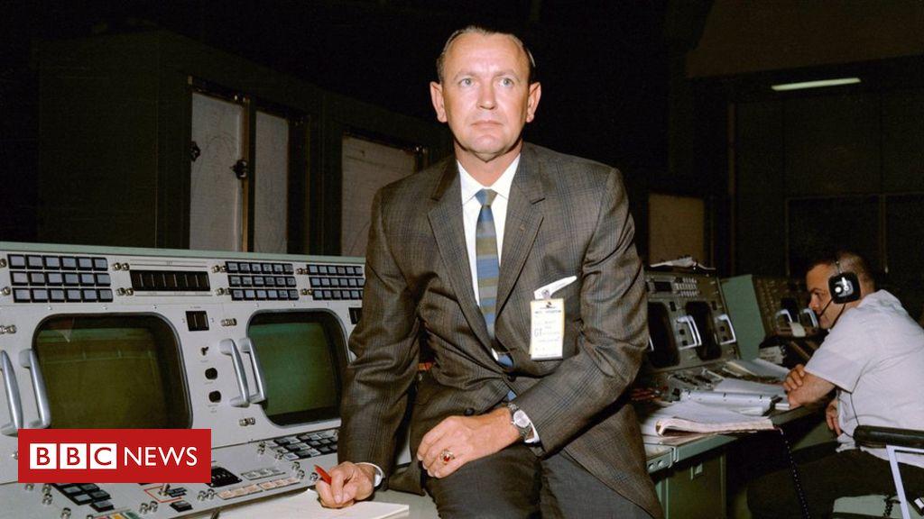 Chris Kraft: Key Apollo 11 director dies days after anniversary