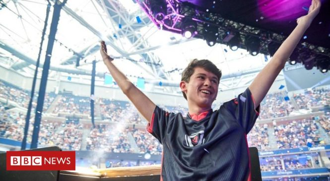 US teenager wins $3m playing computer game Fortnite