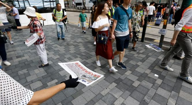 Hong Kong protesters aim to take message to mainland Chinese
