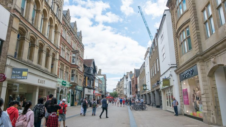 Bad weather and online buying have been blamed for fall in shoppers on the high street
