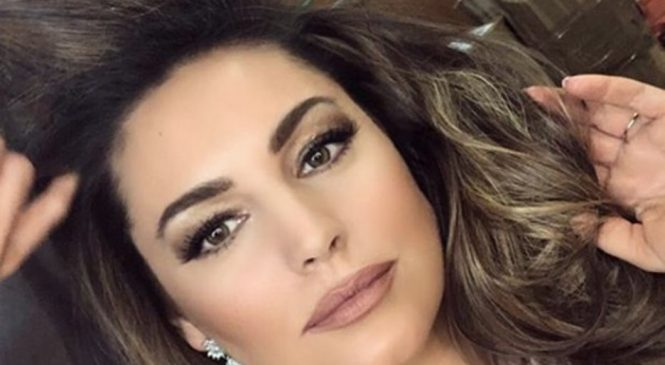 Kelly Brook shows off cheeky side in bum-grazing hot pants