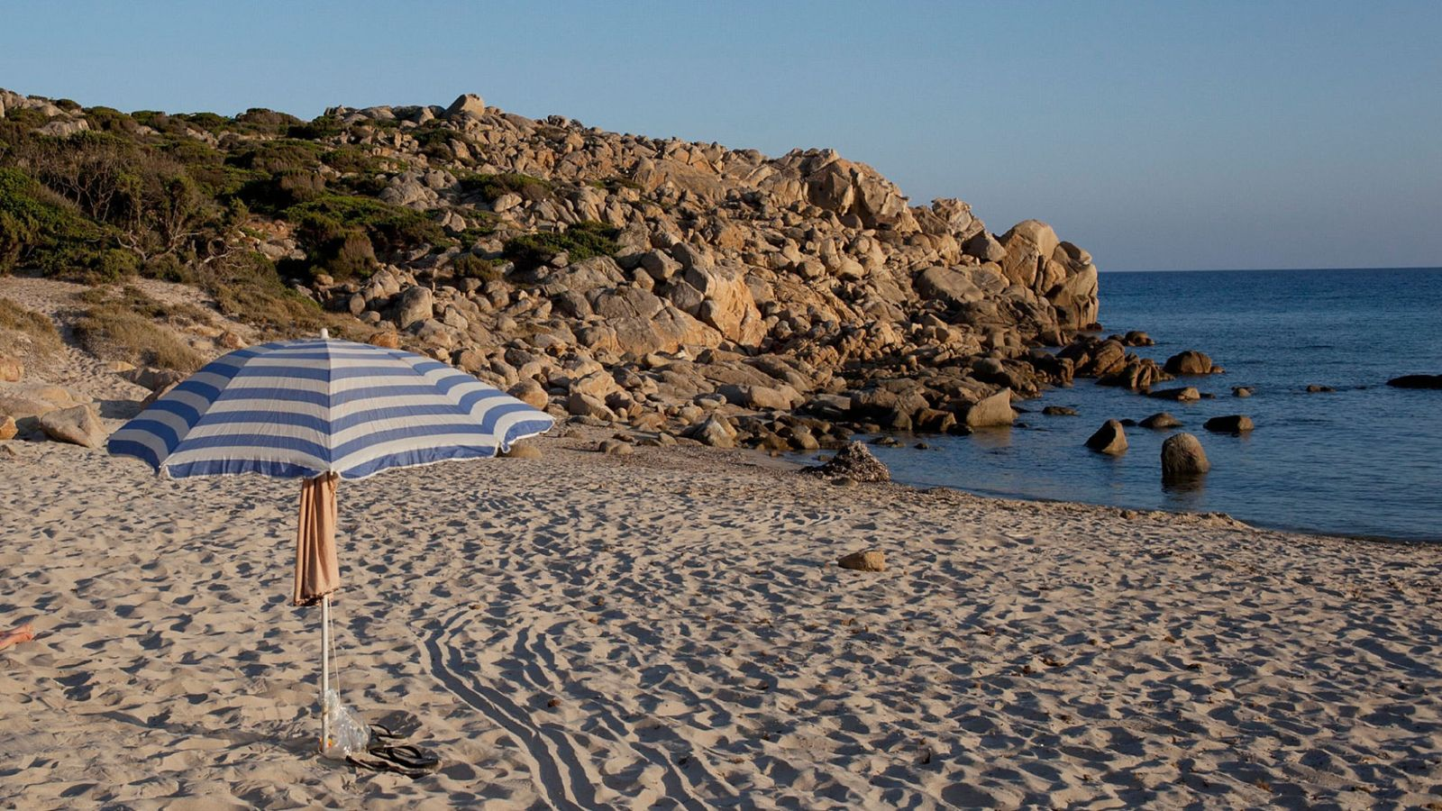 Tourists who took sand from Sardinian beach face jail