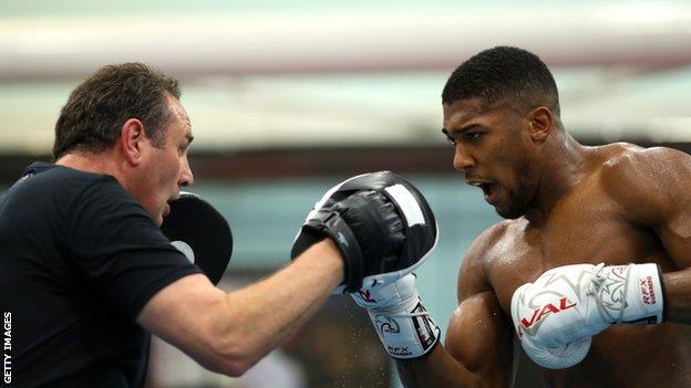 Tyson Fury trainer Ben Davison defends Rob McCracken over 'concussion' criticism