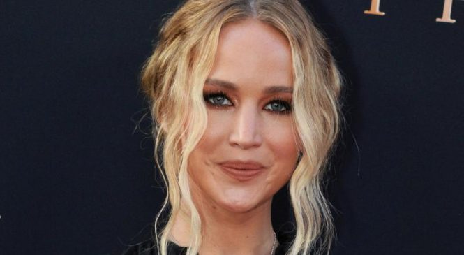 Actress Jennifer Lawrence marries art dealer Cooke Maroney in R.I.