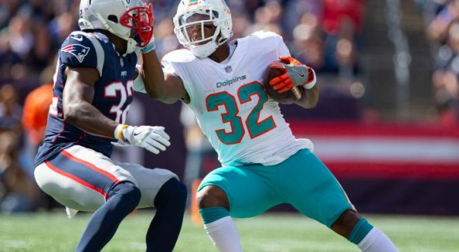 Dolphins RB Kenyan Drake to miss Steelers game amid trade discussions
