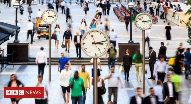UK wage growth slows as unemployment falls