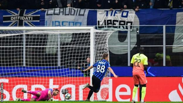 Mario Pasalic celebrates scoring