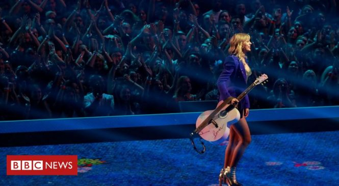 Taylor Swift 'not allowed' to sing hits at awards amid music feud