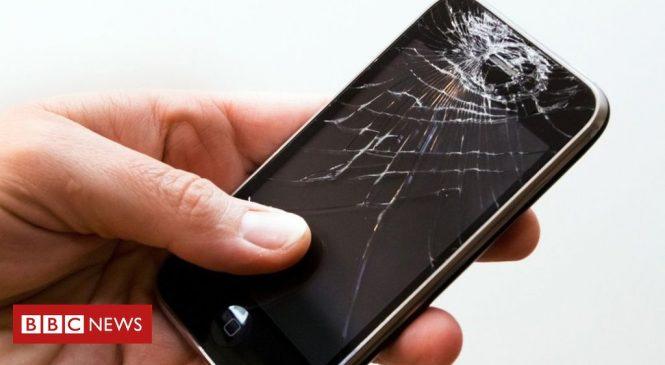 Apple 'loses money on phone repairs'