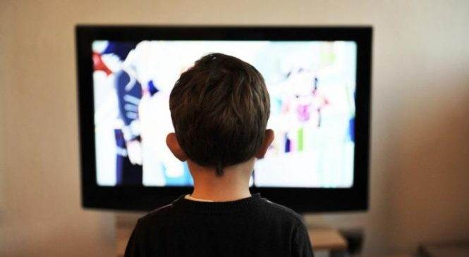 Most toddlers spend excessive time watching screens, study shows