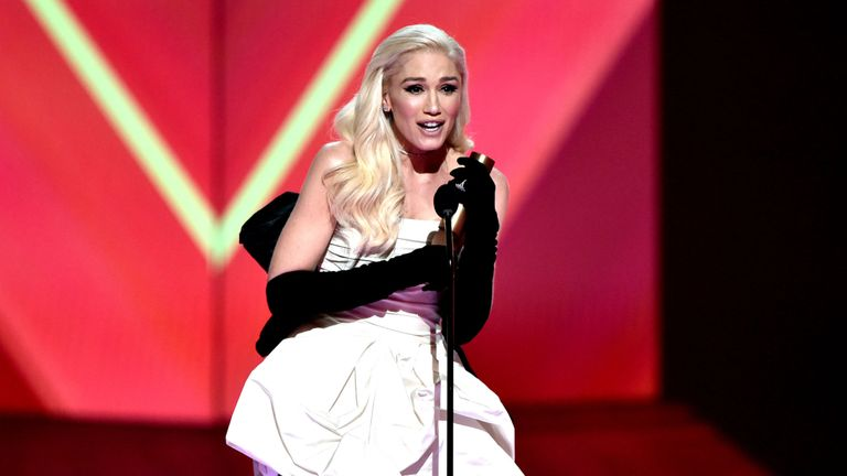 Gwen Stefani accepts the Fashion Icon of 2019 award on stage during the 2019 E! People's Choice Awards. Pic: E! Entertainment