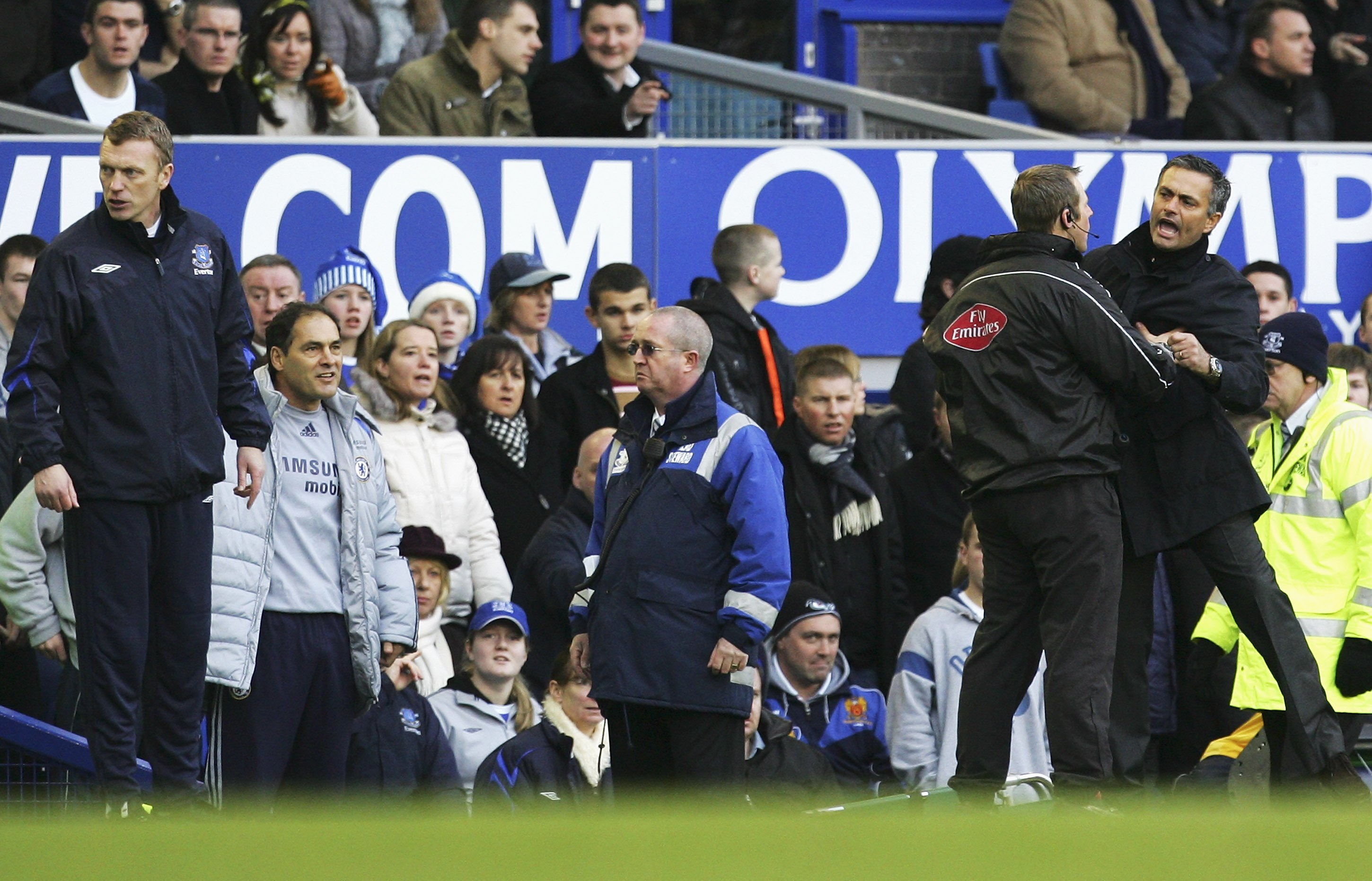 Jose Mourinho gets held back from David Moyes when Chelsea beat Everton in December 2006