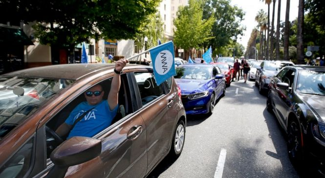 Uber, Postmates sue to challenge California's new labor law