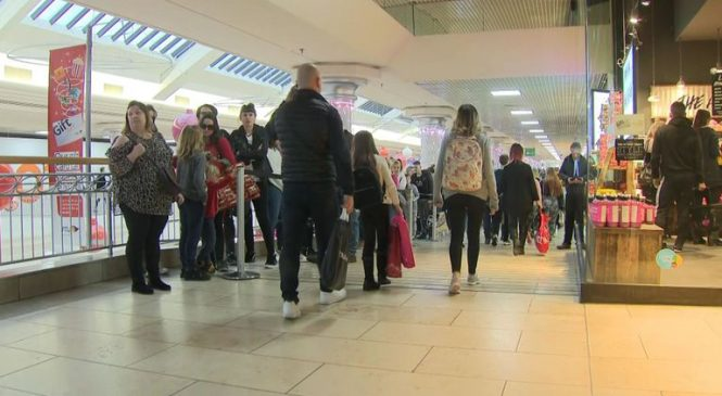 Damp weather sees Boxing Day shopping visits slump