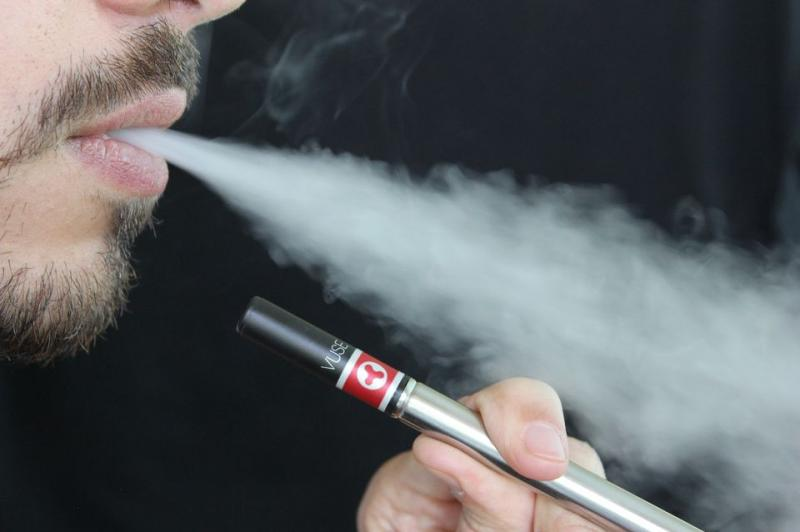 E-cigarettes don't help smokers quit, U.S. Surgeon General says