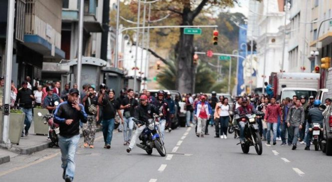 Venezuela opposition convoy attacked by pro-Maduro groups outside legislative palace