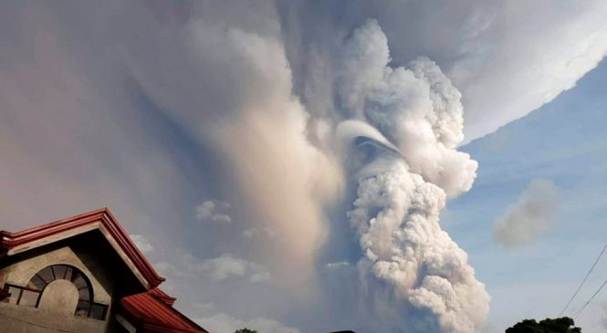 Volcano erupts near Manila; airport shut, villagers flee