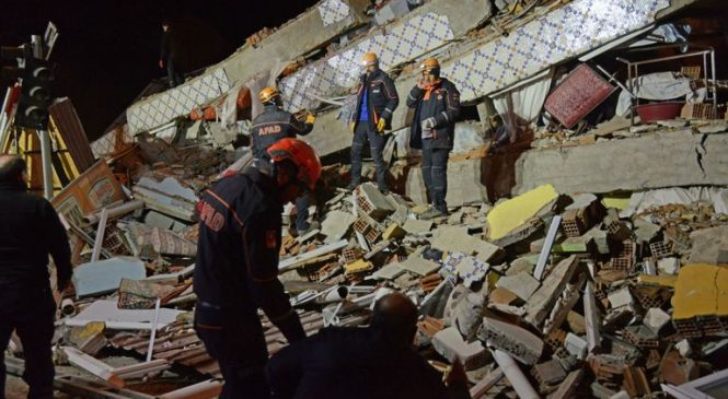 People trapped as 29 killed and 1,400 injured in Turkey earthquake