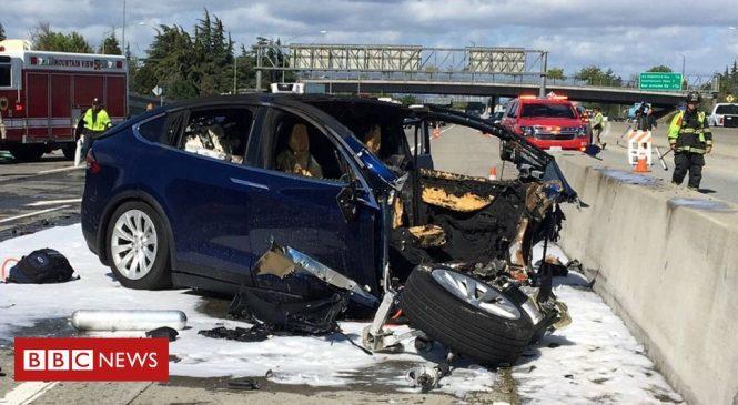 Tesla Autopilot crash driver 'was playing video game'