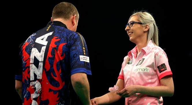 Fallon Sherrock draws on Premier League Darts debut in pulsating encounter against Glen Durrant