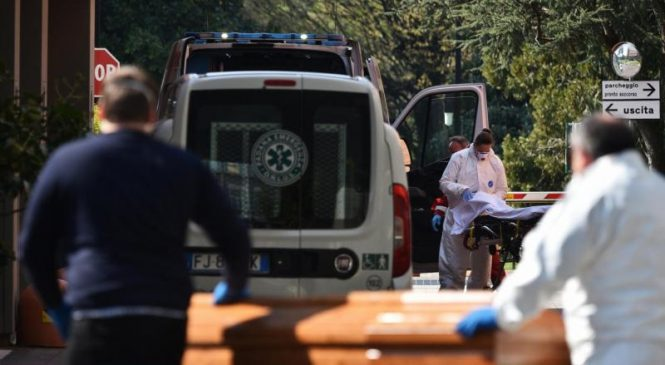Coronavirus: Italy sees one-day death toll of nearly 800