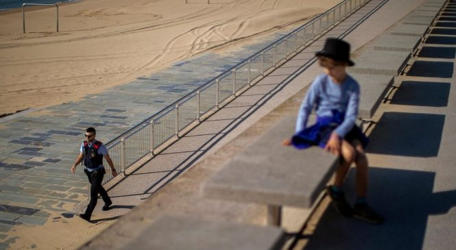 Spain lets children play as US states move at various speeds