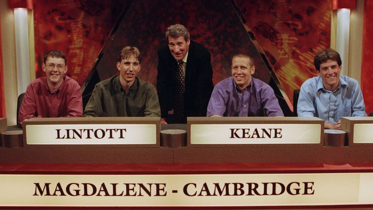 'University Challenge' TV Quiz Show - 2000 University Challenge team from Magdalene College with Presenter Jeremy Paxman 2000