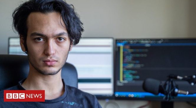 'Scorching-hot hacked computer burned my hand'