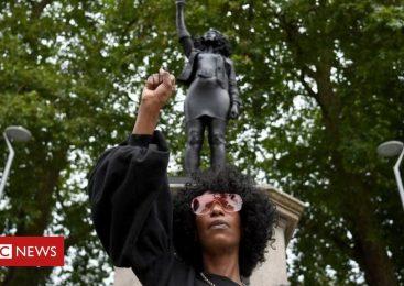 Artist Marc Quinn puts sculpture on Colston plinth